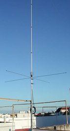 Antena vertical de base en una estación de Banda Ciudadana. Foto cortesía de 34COR001