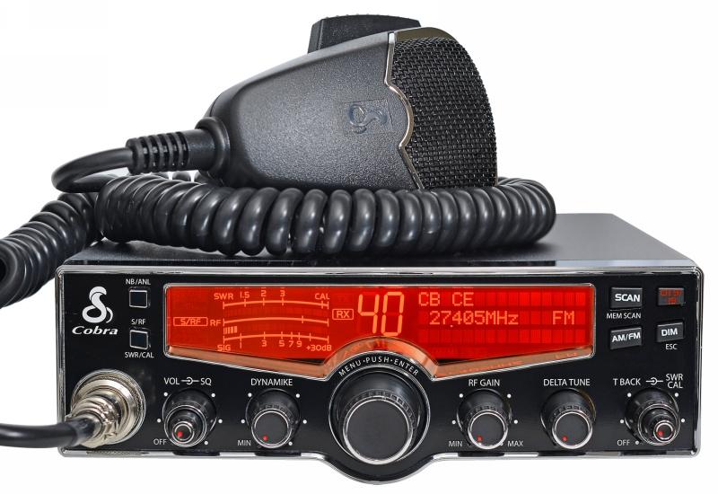 Un moderno transceptor de Banda Ciudadana CB27 (foto cortesía Maas Elektronik - Locura Digital)