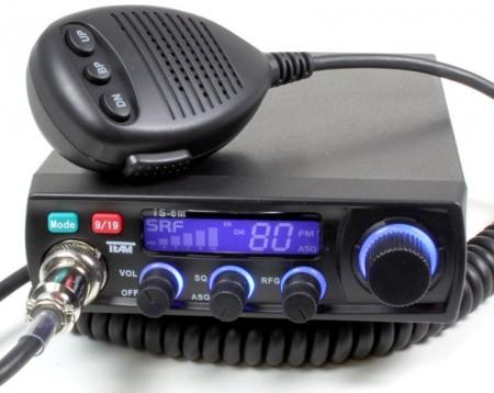 Un sencillo transceptor móvil de Banda Ciudadana CB27 (foto cortesía 9Neuner)