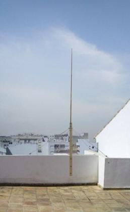 Antena Ground-Plane de 1/4 de onda realizada en tubo de cobre de fontanería.