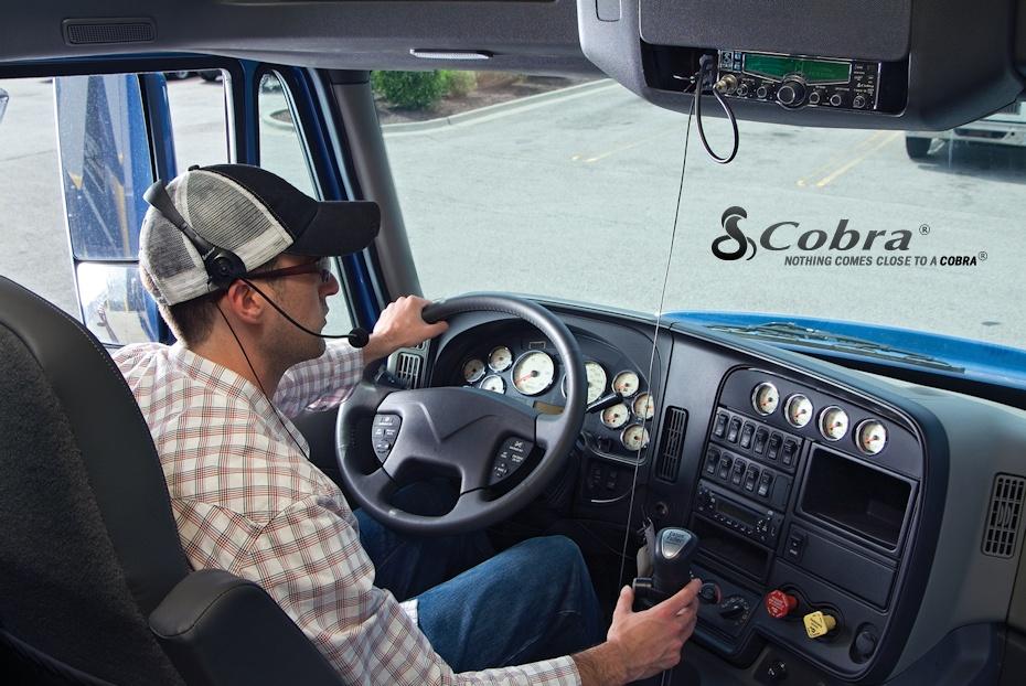Cobra desarrollo dispositivos de manos libres para los equipos móviles de CB.