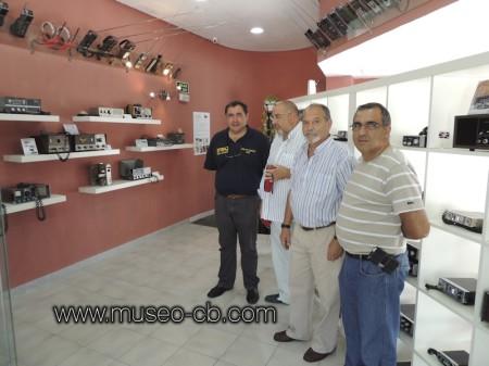 El presidente de URE visita el museo de la CB
