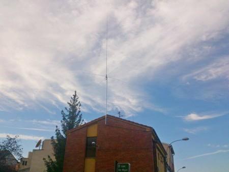 Antena de CB instalada por ALAR en el Centro Joven de Navatejera.